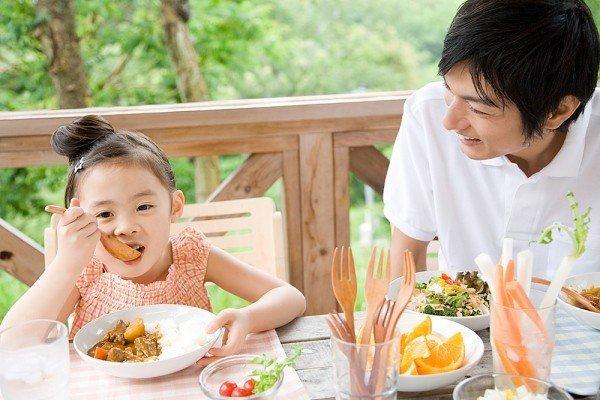 Xây dựng chế độ ăn uống phù hợp cho trẻ