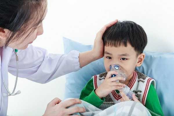 Trẻ nhỏ hệ hô hấp còn yếu, nếu không được chăm sóc cẩn thận sẽ dễ mắc các bệnh về đường hô hấp