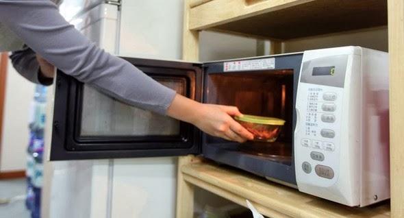 Hâm nóng thức ăn bằng lò vi sóng